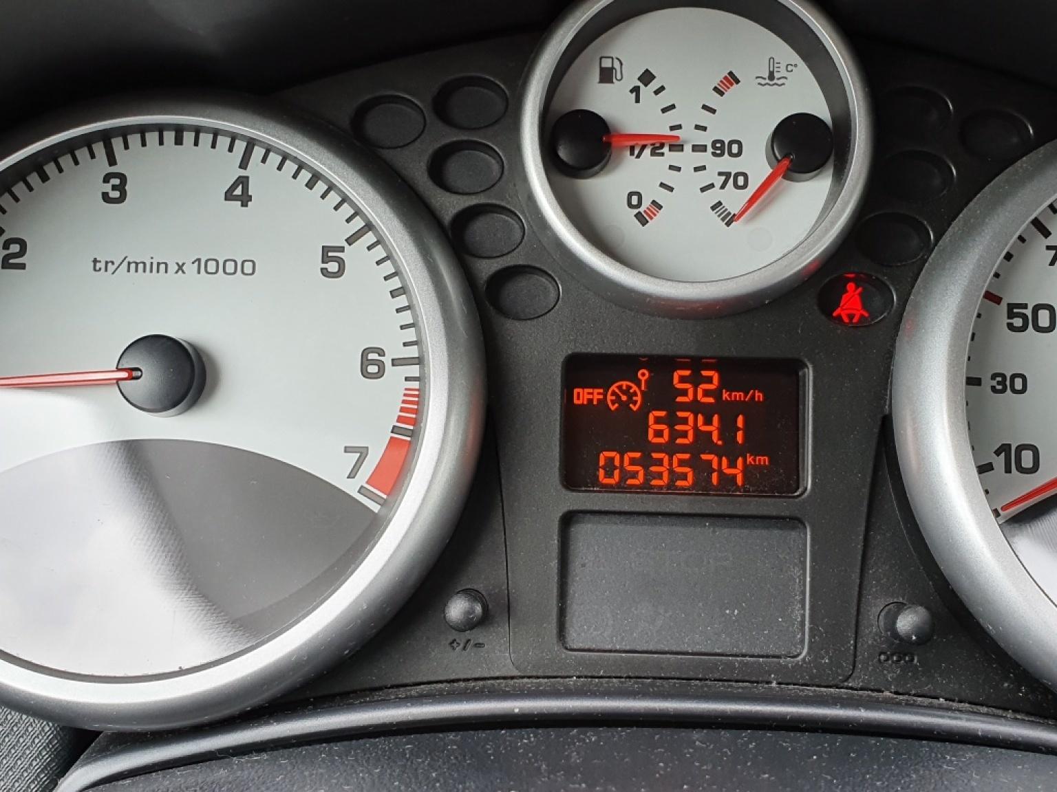 Peugeot-207-10