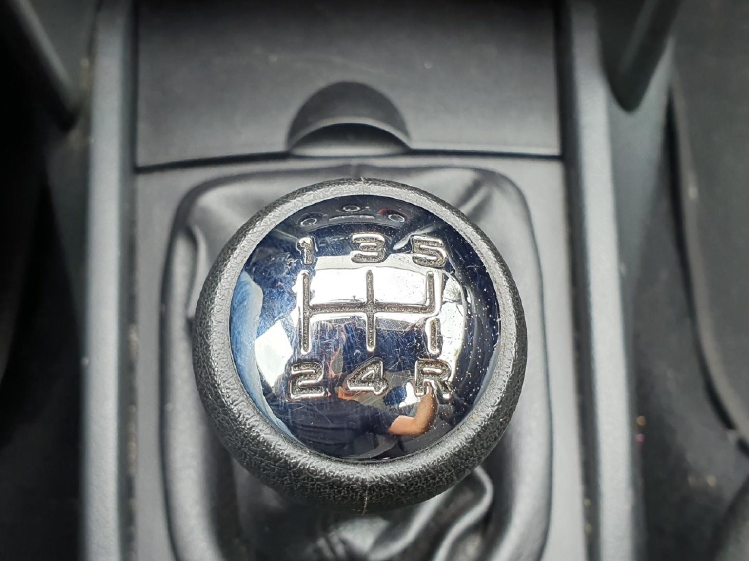 Peugeot-207-13